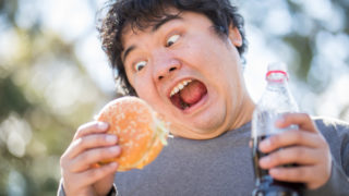 村上春樹『パン屋再襲撃』空腹で眠れない時に読むおすすめ小説
