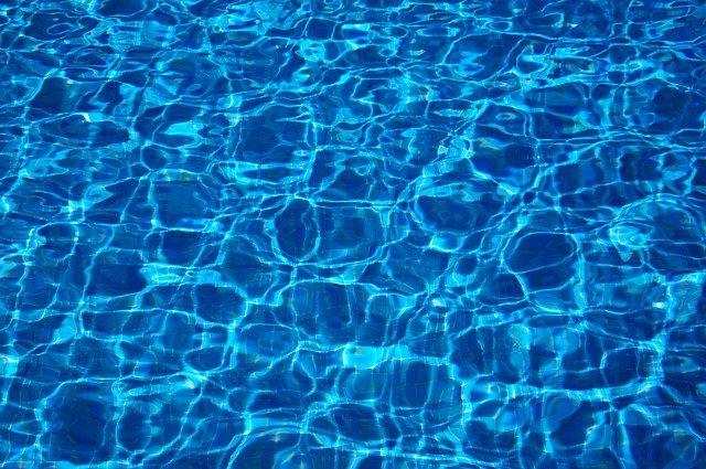 プールで泳ぎたいときに読む小説