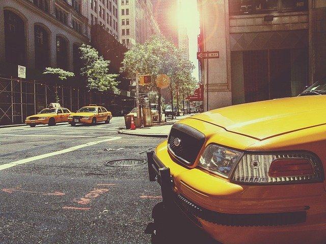 タクシーに乗った男